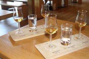 Verkostung am Ende der Besichtigung: Slyrs Whisky und Whisky-Likör