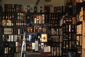 Aus anfänglich 24 Flaschen ist ein umfangreiches Whiskysortiment geworden.