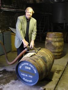 Seine Jubiläumswhiskys hat Thomas Ide bereits vor zehn Jahren eigenhändig in Fässer gefüllt. Foto: (c) T. Ide