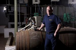 Handarbeit und moderne Technik greifen bei Blair Athol ineinander. Foto: (c) Blair Athol Distillery/Diageo