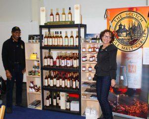 Ein Team, dem man die Begeisterung für Whisky anmerkt: Victor William Floyd und Maggie Miller. Foto: (c) M. Miller