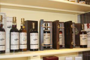 Ein Highlight, von dem viele Whiskyliebahber träumen: Die Ben Nevis Bottlings aus den 1960er Jahren, die von der Brennerei exklusiv für Alambic Classique abgefüllt wurden.