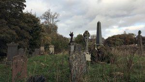 Auf dem alten Friedhof bei Kilarrow befindet sich das überwucherte Grab des Octomore Gründers. Foto: (c) Jane Carswell, Bruichladdich