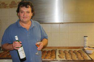 Bäckermeister Josef Kraus kombiniert fränkisches Weihnachtsgebäck und schottischen Single Malt.